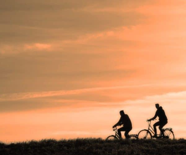 Paseos en bici al atardecer