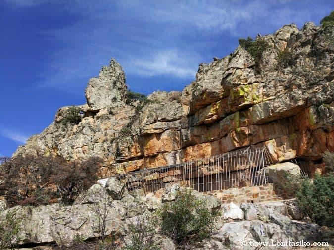 Abrigo de Peñaescrita Sierra Madrona